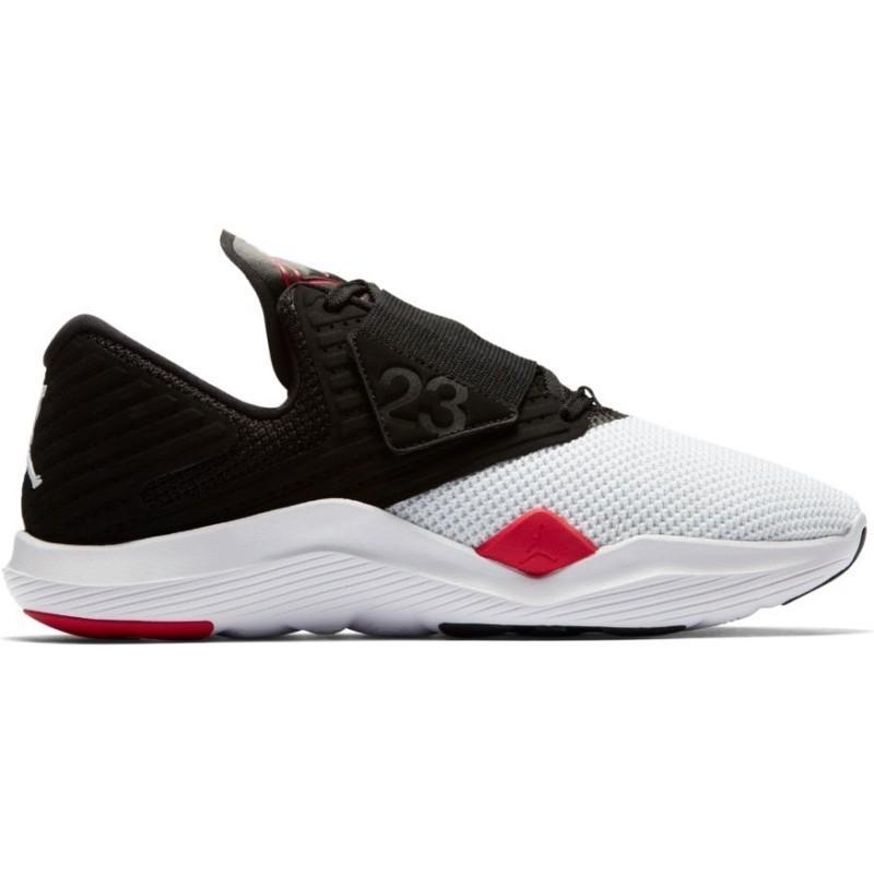 photos officielles f0c7c d8b64 Chaussure de training homme Jordan Relentless